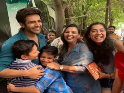 Karthik hugs and poses with children, check out the super cute pic here