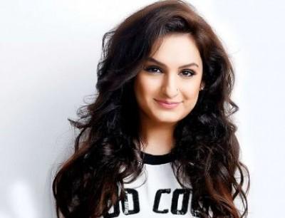 Aakriti Kakar gets recognition from 'Humpty Sharma Ki Dulhania' song 'Saturday-Saturday'
