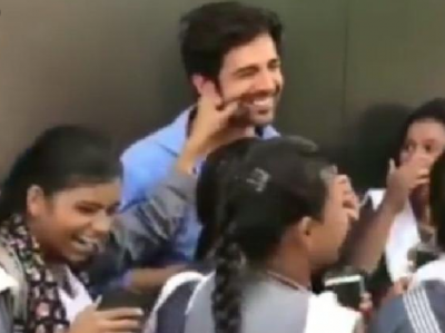 A School Girl Pulled Karthik Aryan's CheekS, See his Reaction!