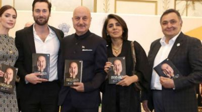 Anupam Kher's autobiography launched with the hands of Rishi Kapoor abroad!