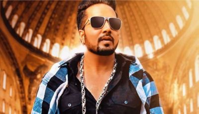 Mika Singh, who went to Pakistan, did something that landed him into criticism!
