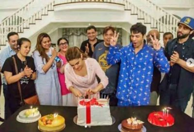 On the set of Coolie No. 1, Sarah cut the cake, Mother Amrita gave her a surprise!