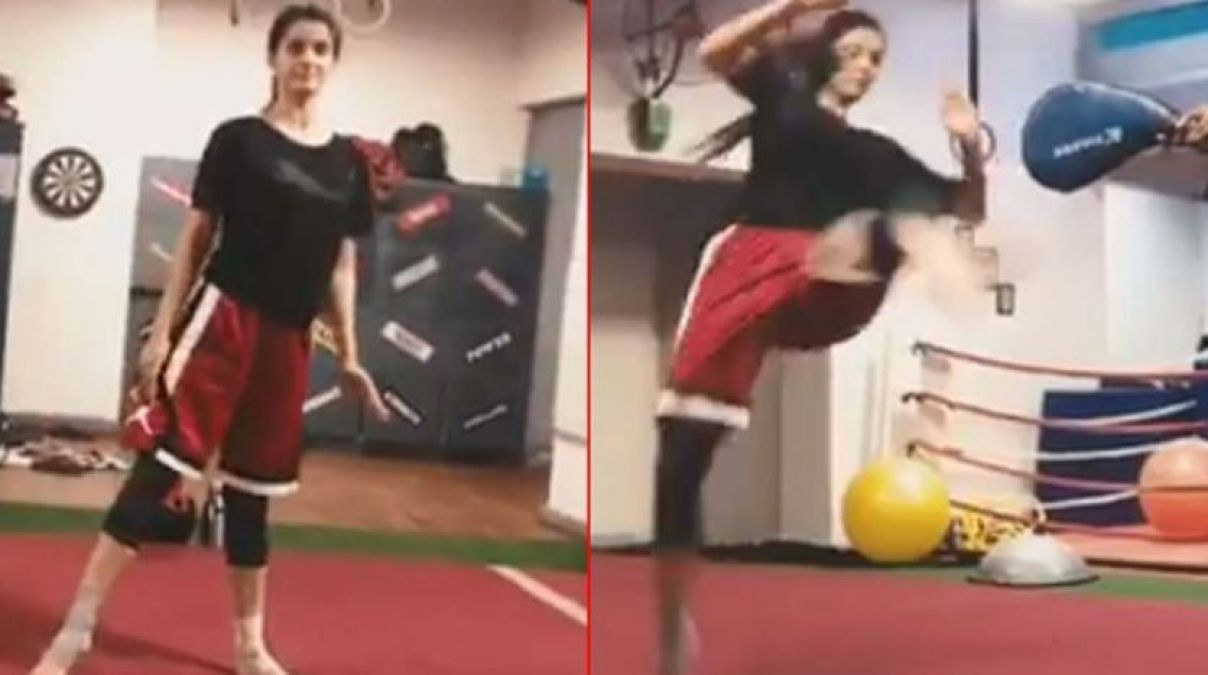 VIDEO: Disha Patani Hit Strongly Kick, Fans says, 'impact of Tiger's Consistent'
