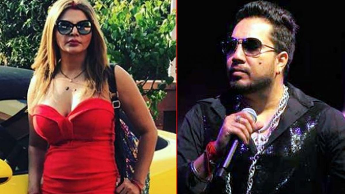 'How can you sell yourself for just a little money ?', Rakhi Sawant slams singer Mika Singh