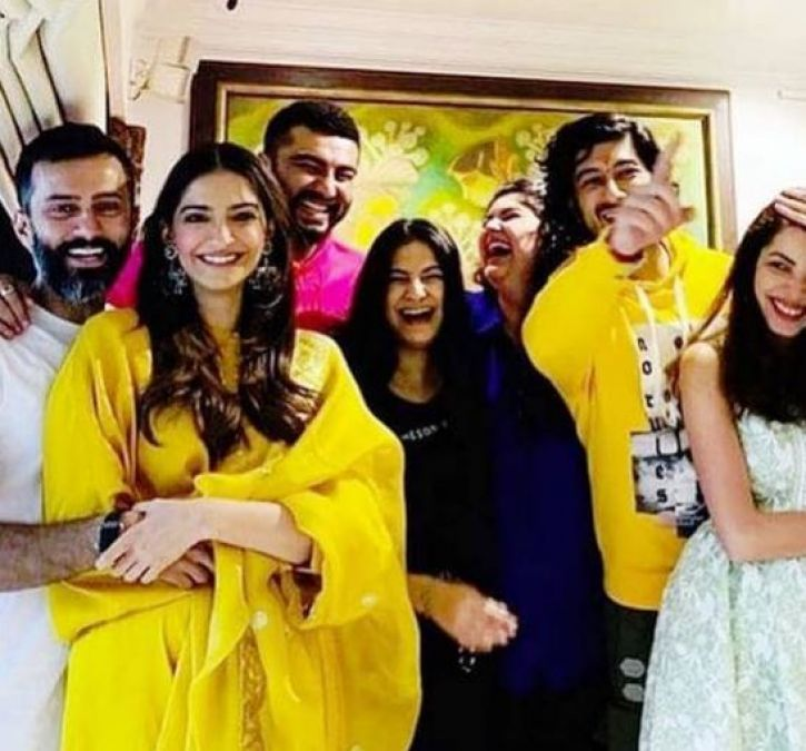 Arjun Kapoor celebrated Rakhi with sisters but his step-sisters were not visible!