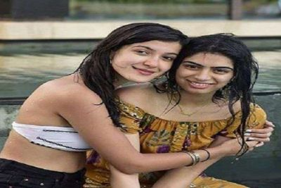 The daughters of the Kapoor family were seen enjoying at the pool party, photos will make you shocked!