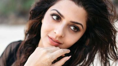 South Actress Vedhika Kumar Set For Bollywood Debut Opposite Emran Hashmi
