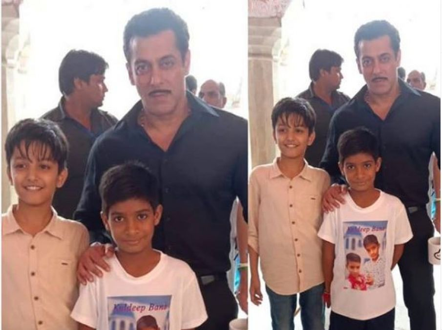 Chulbul Pandey meets small fan on set of Dabangg 3