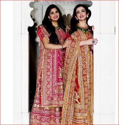 Once again, the beautiful look of Mukesh Ambani's wife and daughter came in front!