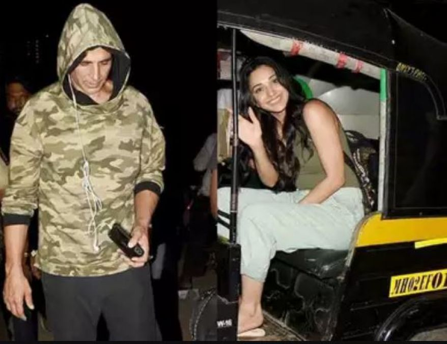 Akshay's heroine, who left the luxury car and went home from auto, the ravishing style of Akshay was seen after the shoot!
