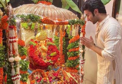 Aadar Jain celebrated Ganeshotsav in this manner