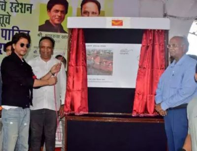 VIDEO: Bandra railway station turned 130-year-old, Shah Rukh Khan did this special job!