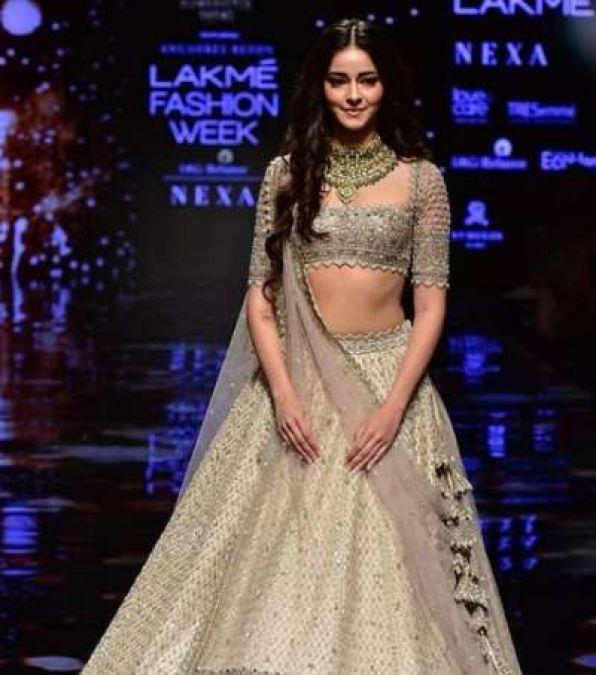 LFW 2019: Ananya also showcased her style, watch her hot style in the video!