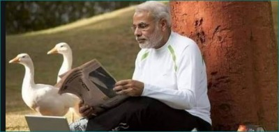 This director trolls PM Modi's pictures with two ducks