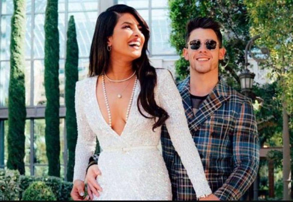 Priyanka hugged Nick Jonas, romance between her in-laws was all open!