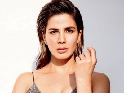 Kirti Kulhari's No Makeup Look from 'The Girl On the Train' goes Viral!
