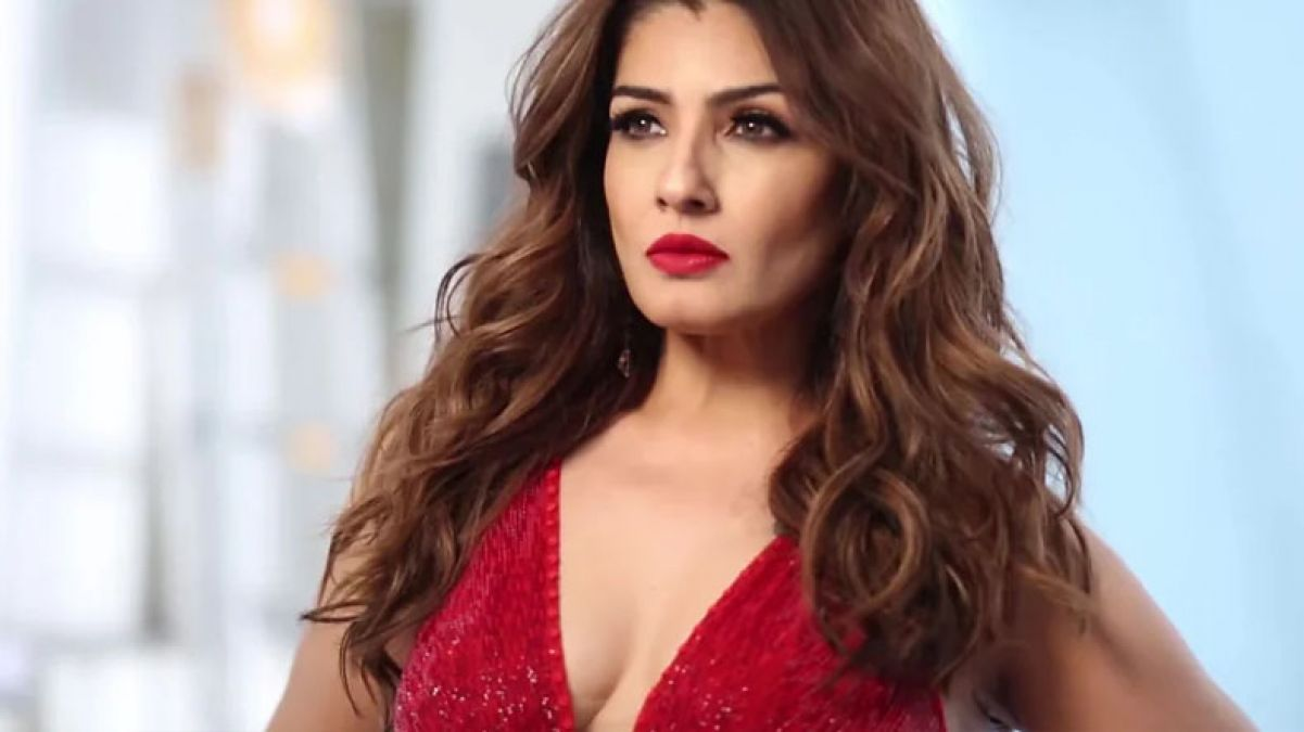 Raveena Tandon set fire on Internet with her latest video