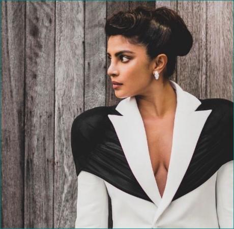 'द फैशन अवॉर्ड्स': अपनी तस्वीर शेयर कर प्रियंका ने कहा डिजाइनर्स को शुक्रिया