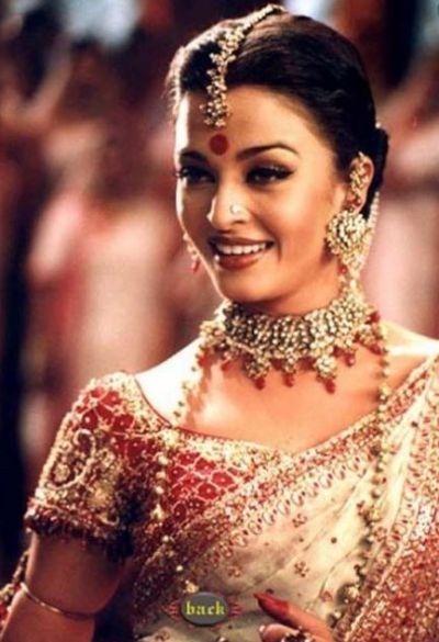 Aishwarya Rai kept dancing on ' Dola  re Dola' despite bleeding ear