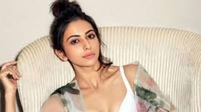 Rakul Preet Singh spotted in different look, Fans go crazy