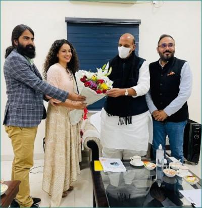 Kangana Ranaut meets Rajnath Singh with the team of Tejas