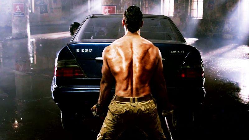 जब जॉन ने फिल्म के लिए असली में उठा ली 1580 किलो की कार, देखते रह गए सभी