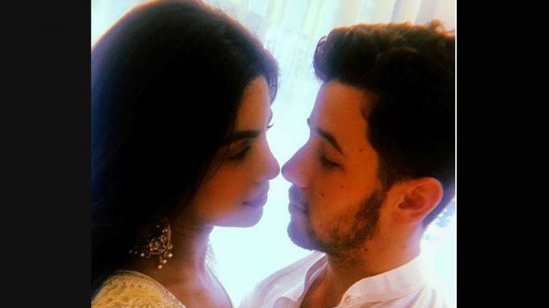 Video : ईशा अंबानी की शादी में सबके सामने रोमांटिक हो गए प्रियंका-निक
