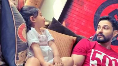 Inaya seen talking with her father Kunal Khemu, Watch video here