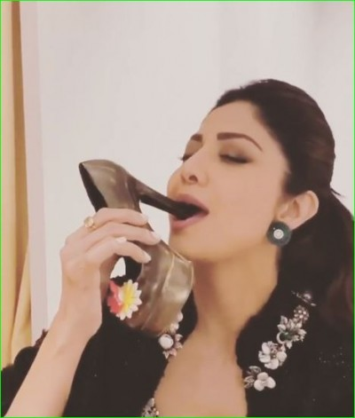 Video: Shilpa asks fans 'Joota Khaoge' and then eat herself