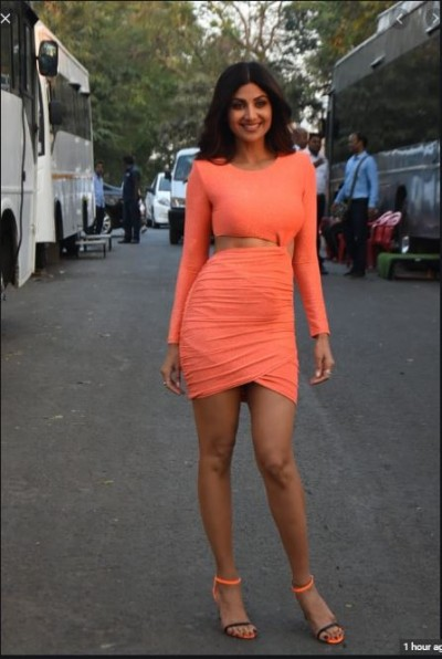 Shilpa Shetty looks glamourous in Badikan dress even at the age of 44