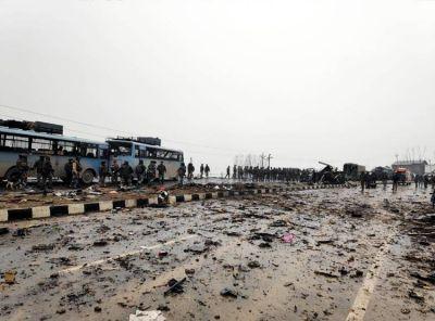 पुलवामा आतंकी हमला: आतंकियों पर भड़का बॉलीवुड, ट्वीट कर की कड़ी निंदा