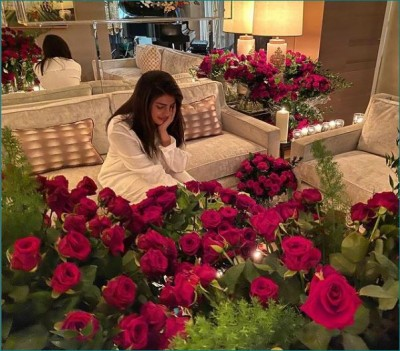 Nick Jonas made Valentine's Day extra special for Priyanka Chopra, sent hundreds of red roses