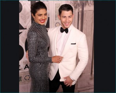 Priyanka and Nick dance heavily on 'Aankh Mare', Video going viral