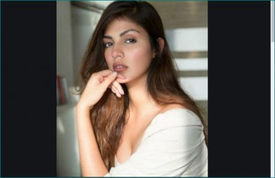 Rhea Chakraborty spotted outside gym, video goes viral