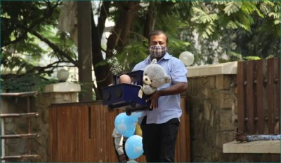 Sara Ali Khan brings gifts for Kareena Kapoor's second child