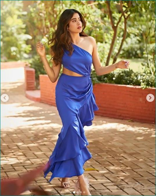Janhvi Kapoor steals heart with her latest photoshoot