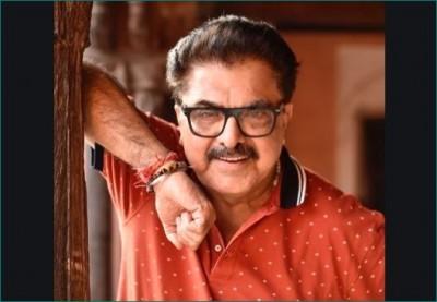 Filmmaker Ashoke Pandit attacks on Akhilesh Yadav says 'This man has gone crazy'