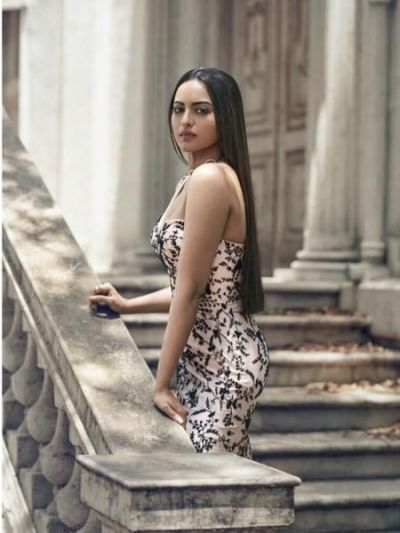 Sonakshi Sinha shares her sexy picture on social media