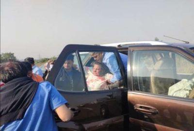 Shabana Azmi's car collided with tree on Mumbai-Pune Expressway, hospitalized in injured condition