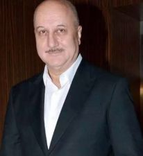 Anupam Kher's  befitting reply to the Haters, says 'Log Mujhe Girane Main Kai Bar Gire'
