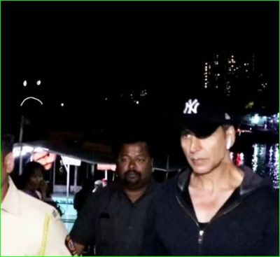 Akshay Kumar prank with the photographers, video surfaced