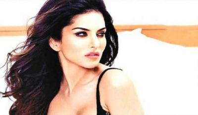Bold Queen Sunny Leone  is learning this thing by Watching TV