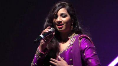 Singer श्रेया लेकर आई 'धड़कनें आजाद हैं' का टीजर...