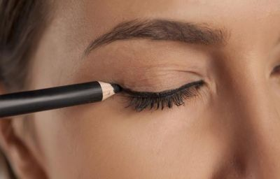 Eyeliner can Give You Eye Wrinkles, Know What's the Truth