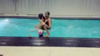 Sushmita crosses all the limits In the swimming pool with Boyfriend in the presence of her daughter!