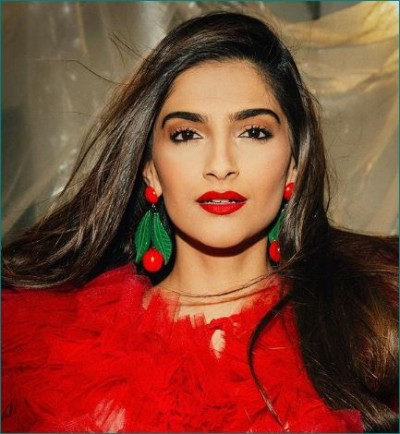 Sonam Kapoor snapped at airport responds to pregnancy speculations