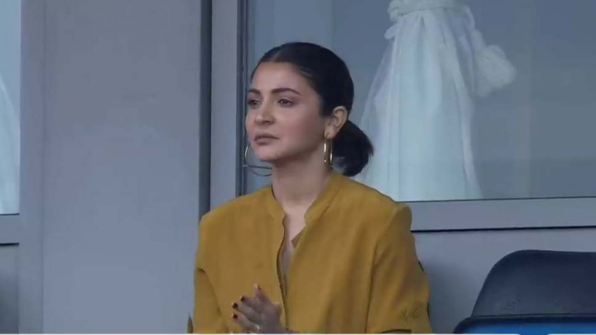 Anushka Sharma spotted at beau's match; her activities will make you laugh!