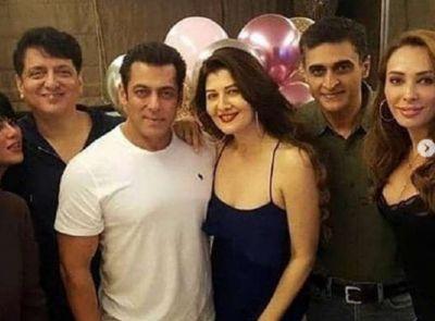Salman arrived with Yulia in ex-girlfriend Sangeeta's birthday, see photos!