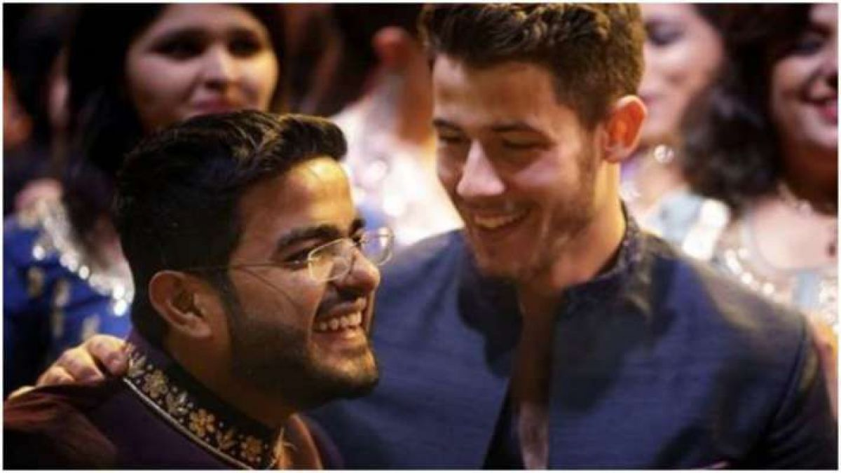 In this special way, Priyanka celebrated a birthday with her brother by writing this message