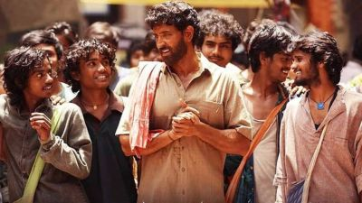 Bollywood stars become passionate after watching Hrithik's Super-30; see reactions!